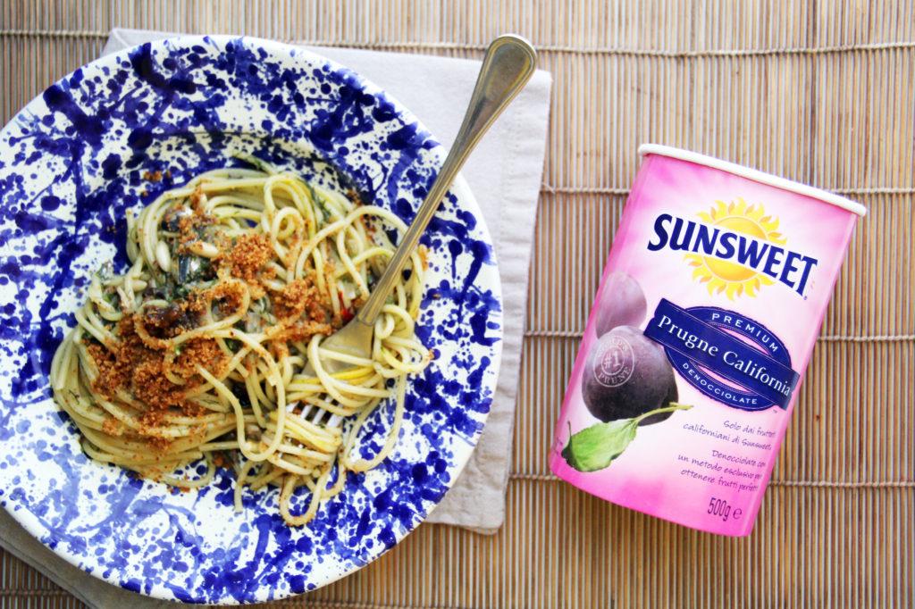 Spaghetti con le sarde con prugne secche nel vasetto