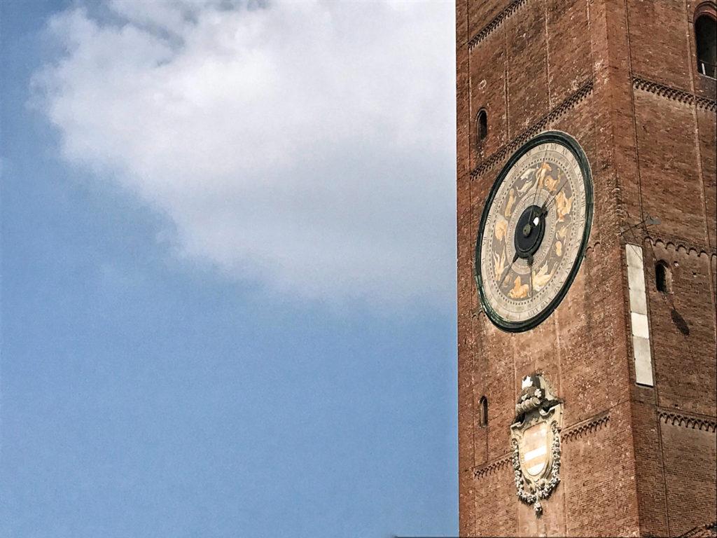 Il campanile in piazza a Cremona