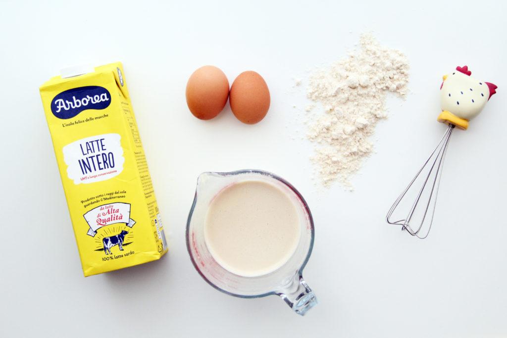 Ingredienti per preparare le crespelle latte Arborea, uova, farina, frusta a mano, impasto