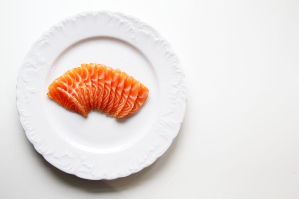salmone marinato tagliato a fette