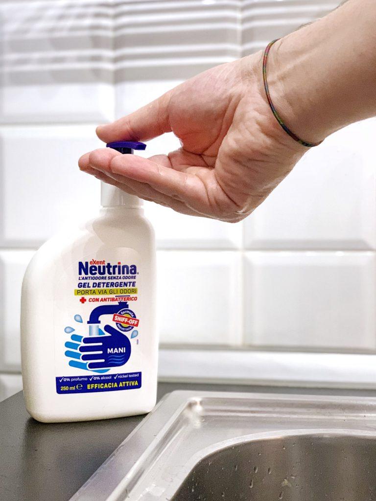 Sapone detergente per mani mente viene utilizzato