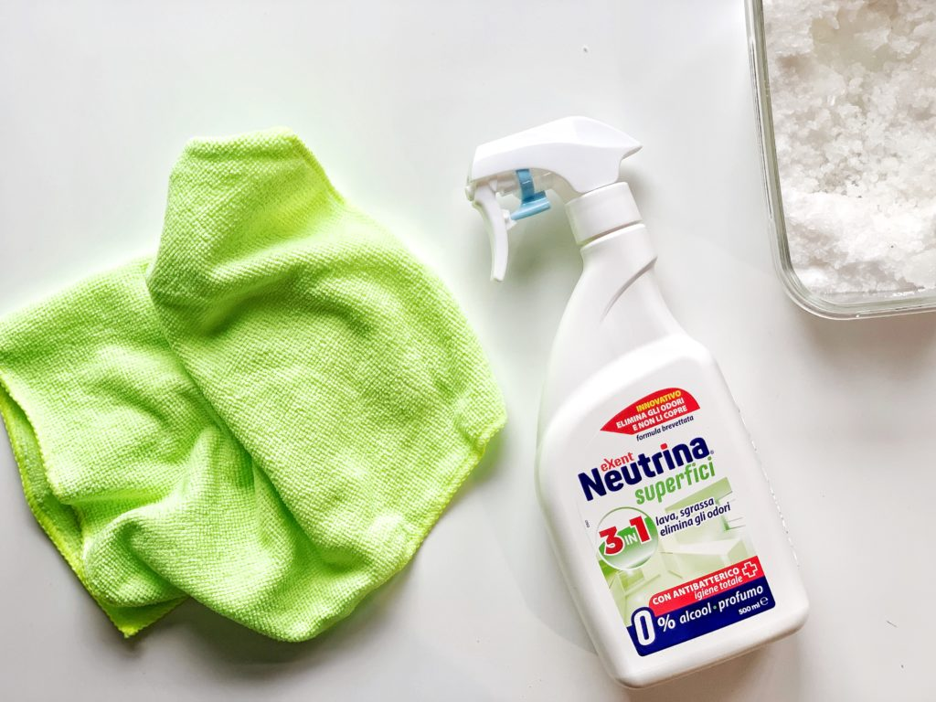 Spray per la pulizia delle superfici